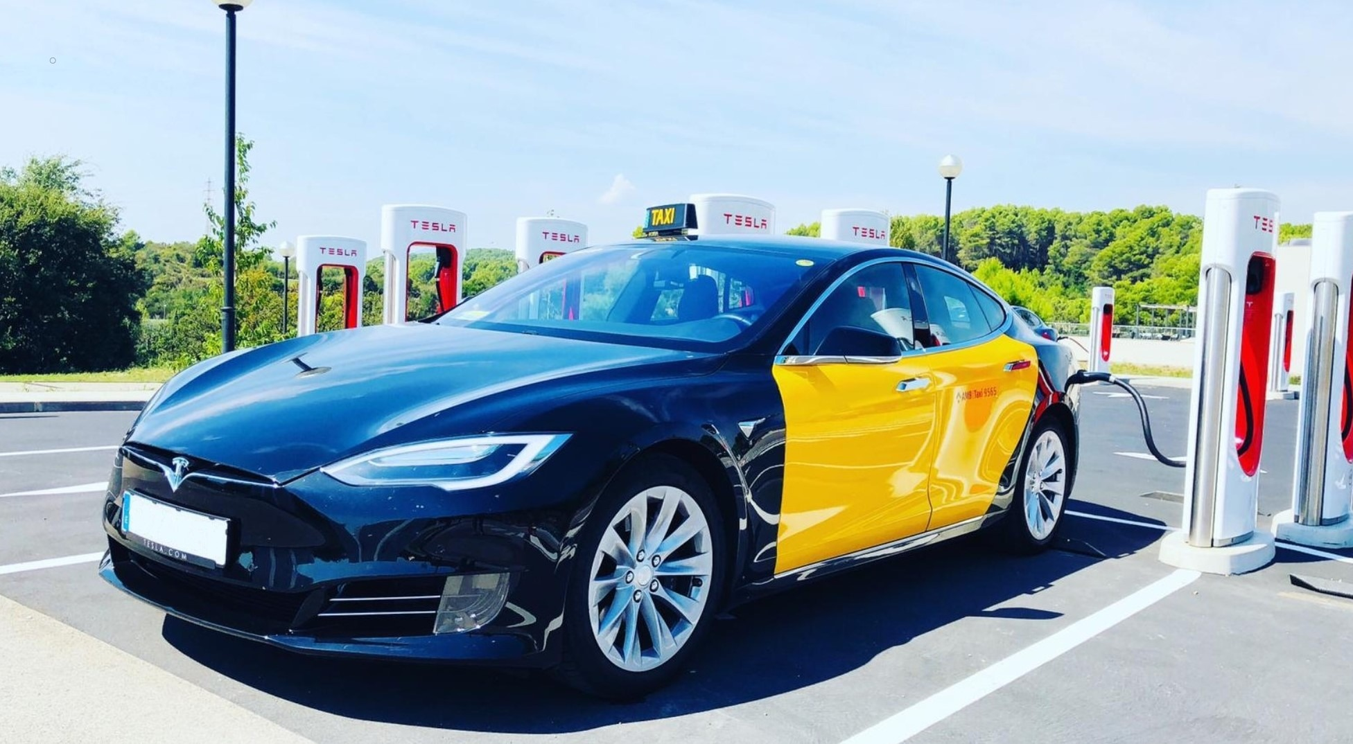 Tesla_Taxi_Barcelona_931294375